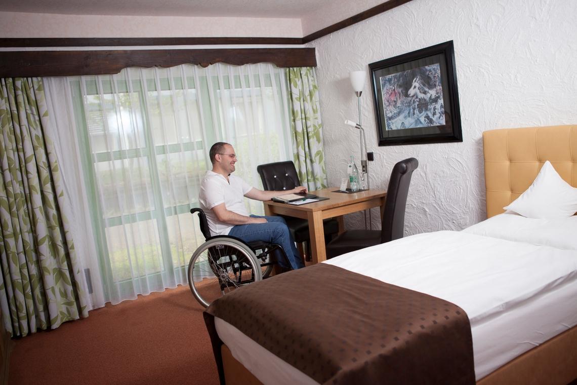 Rollstuhlfahrer Hotel in Koblenz